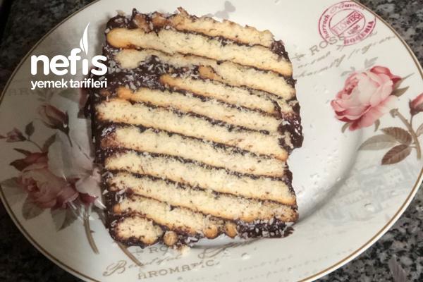 Kat Kat Bisküvili Pasta Tarifi