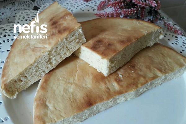 5 Dakikada Tavada Pişen Mayasız Ekmek Tarifi