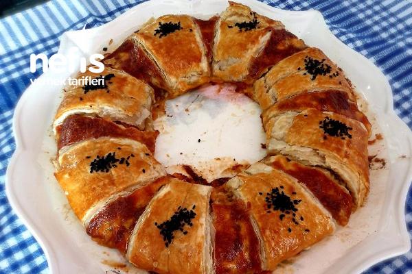Közlenmiş Patlıcanlı Milföy Güneş Börek Tarifi