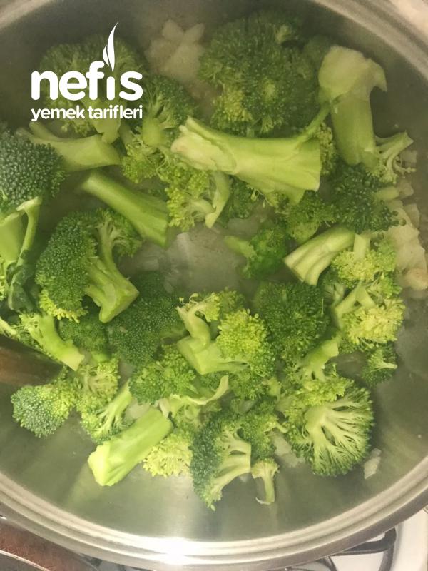 Bol Proteinli Kremalı Tadında Brokoli Çorba
