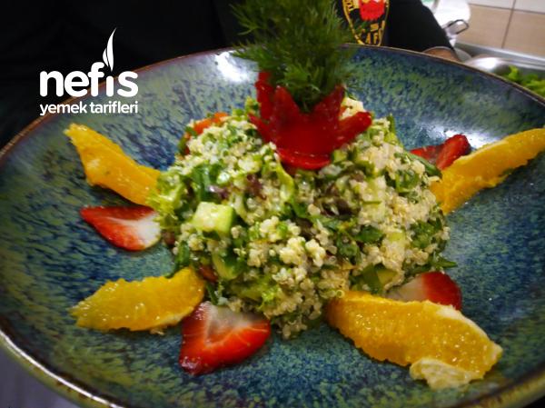 Kinoalı Meyveli Tabbule Salatası