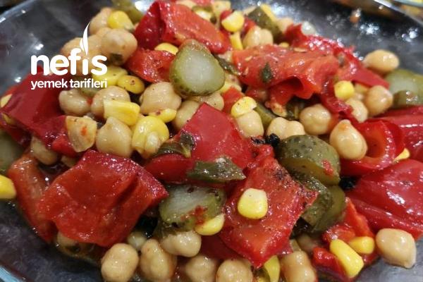 Köz Biberli Nohut Salatası Tarifi