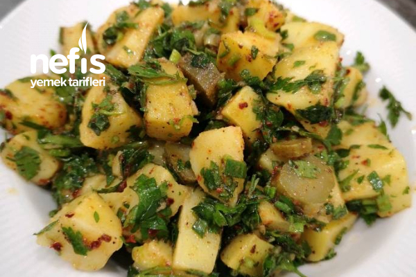 Taze Otlu Patates Salatası Tarifi