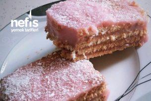 Çilek Severler İçin Bisküvili Pasta Tarifi