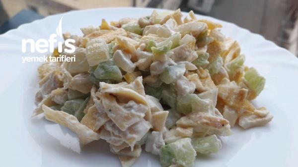 Tavuklu Sürpriz Salatam