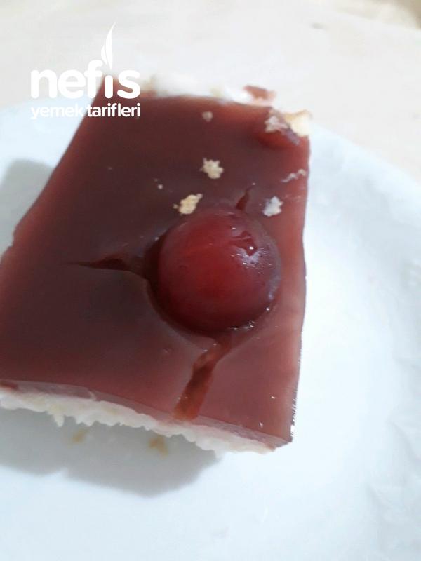Visne Soslu Kedidili Pasta