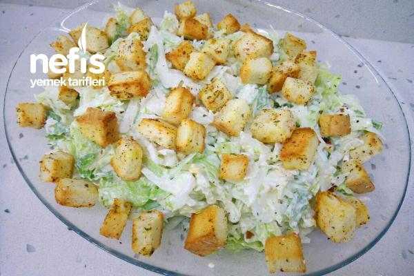 Krutonlu Salata Tarifi