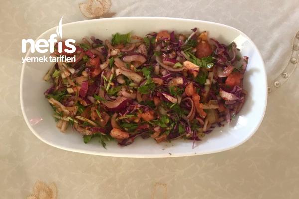 Soğan Söğüş Salatası Tarifi