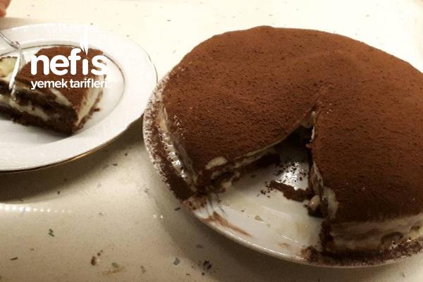 Tiramisu Görünümlü Pratik Pasta Tarifi