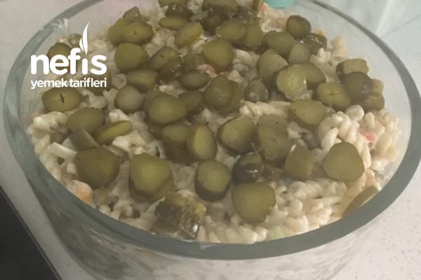 Soğanlı Garnitürlü Makarna Salatası Tarifi