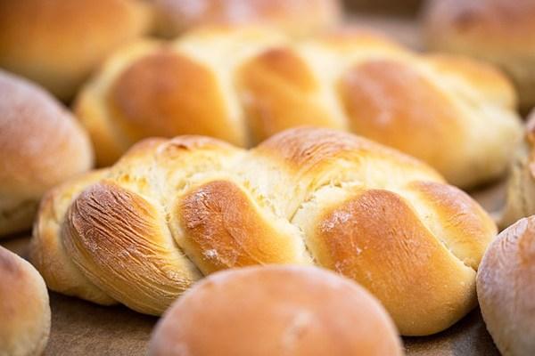 ekmek yaparken kullanılan maya hangi türe aittir