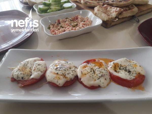 Kaşarlı Domates (Kahvaltıya)