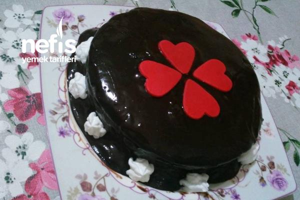 Çikolata Soslu Yaş Pasta