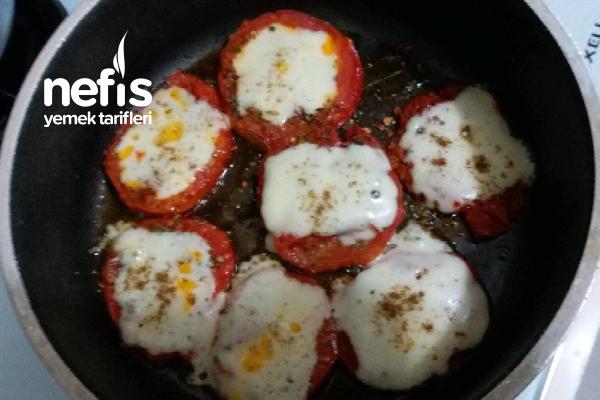 Kahvaltıya Domatesli Kaşar Kapama Tarifi
