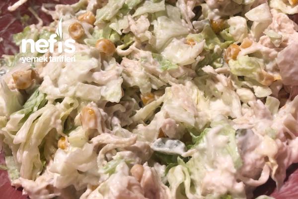 Günlerinizin Vazgeçilmezi Tavuklu Salata Tarifi