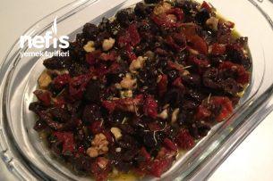 Kahvaltılık Kuru Domatesli Zeytin Salatası Tarifi