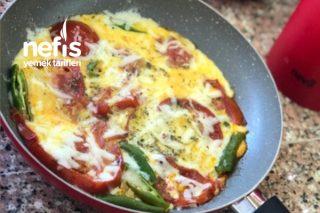 Kahvaltı Soflarına Yakışan Domatesli Yumurta Tarifi (Videolu)