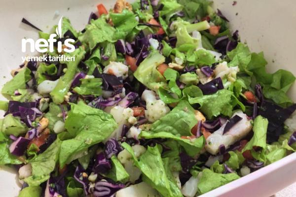 Akşam Yemeği İçin Alternatif Besleyici Salata Tarifi