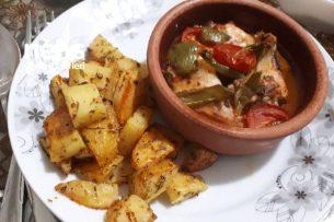 Güveçte Tavuk Ve Baharatlı Patates Tarifi