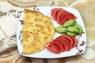 Salamlı Kaşarlı Omlet Tarifi