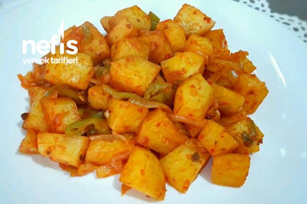 Salçalı Patates Kavurma İster Et Yemeklerinin Yanına İster Kahvaltıya Tarifi