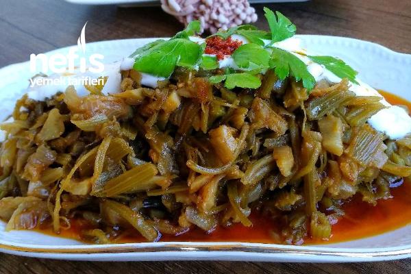 Zeytinyağlı Kereviz Sapı Kavurması/Yemeği Tarifi