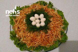Çalı Tavuğu Yuvası Salatası (Gnezdo Gluharya) Rus Mutfağı Tarifi
