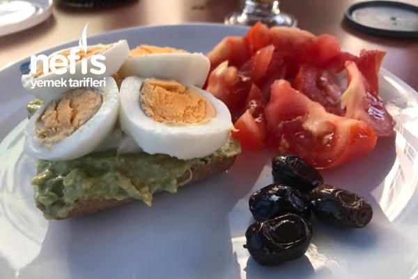 Avokado Tost Sağlıklı Kahvaltı Tarifi