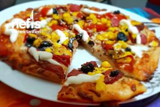 Ev Yapımı Pizza (Enfes Lezzet) Tarifi
