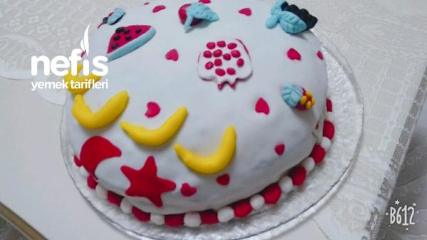 Şeker Hamuru İle Pasta