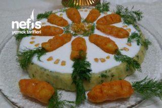 Gün Masasına Yakışan Tart Kalıbında Salata Tarifi