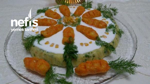 Gün Masasına Yakışan Tart Kalıbında Salata
