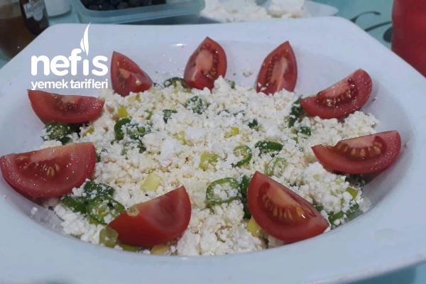 Kahvaltılık Çökelek Salatası Tarifi