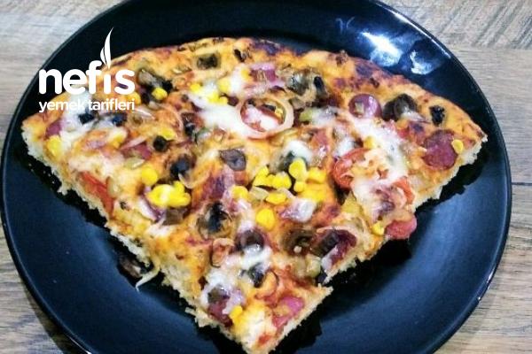 İnce Hamurlu Nefis Pizza (2 Tepsilik) Tarifi