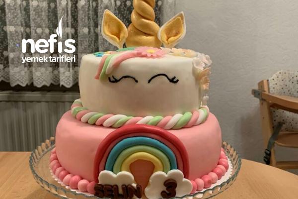 Şeker Hamurlu 2 Kat Doğum Günü Pastası Tarifi