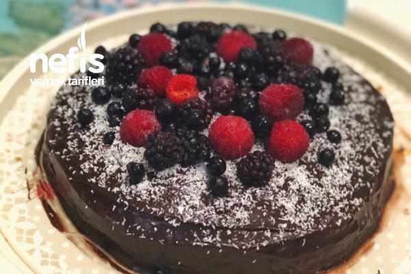 Glutensiz Kakaolu Yaş Pasta Tarifi