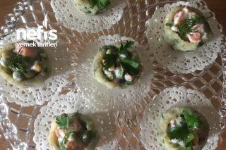 Kinoalı Patates Çanağında Garnitürlü Salata Tarifi