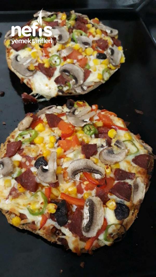Bazlamadan 20 Dk Pratik Pizza Yapimi