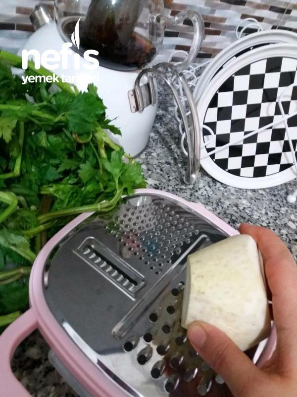 Yeşil Elmalı Kereviz Salatası