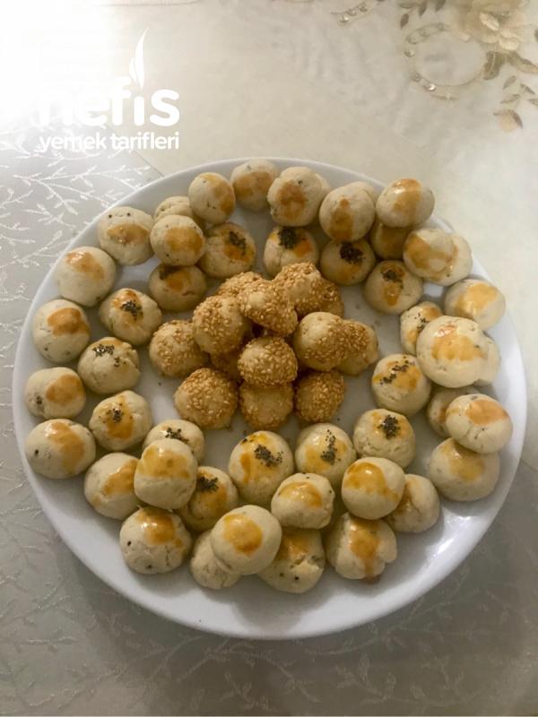 Lokmalık Tuzlu Kurabiyeler (Susamlı Ve Çörek Otlu)