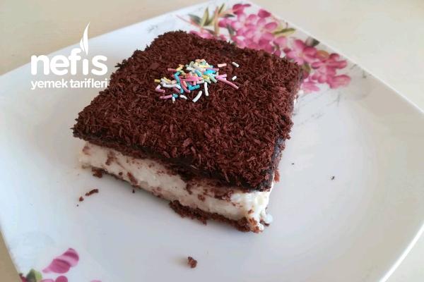 Çikolata Soslu Muhallebili Pasta Tarifi