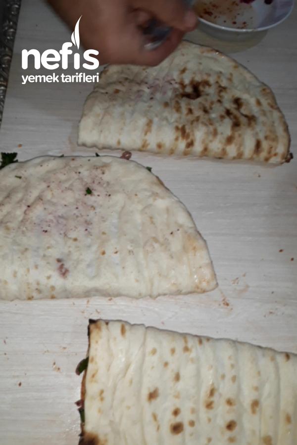 Çıtır Çıtır Soğanlı Yufka Ekmek ( Piknik Masanızın Vazgeçilmezi)