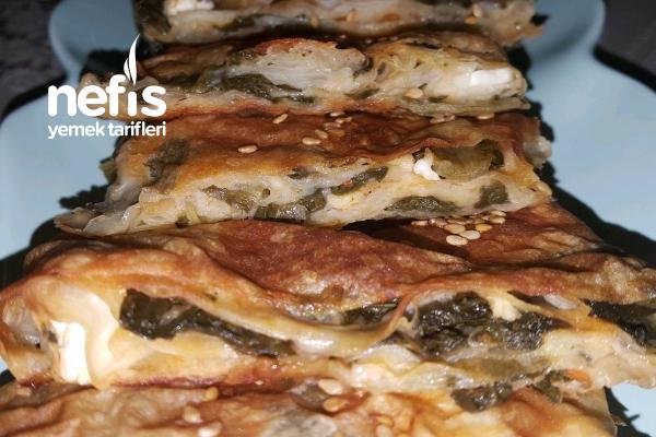 Dilimli Ve Muhteşem Sosuyla Pazılı Börek ( Muhteşem Lezzet ) Tarifi