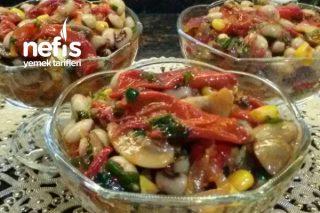 Mantarlı Kırmızı Köz Biberli Börülce Salatası Tarifi