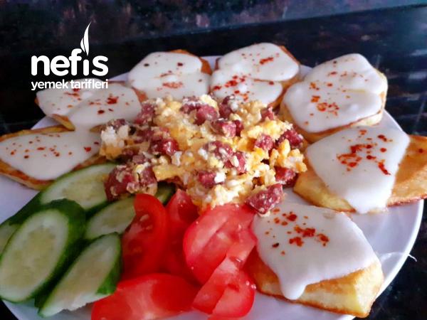 Kahvaltıya Enfes Kaşarlı Patates