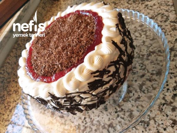 Kara Orman Kiraz Pastası