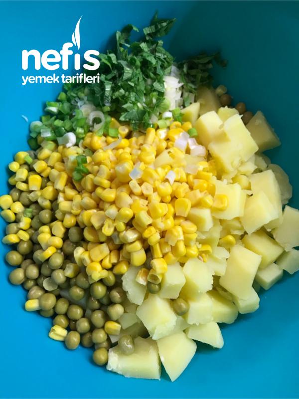 Köz Biberli Ve Soslu Enfes Patates Salatası