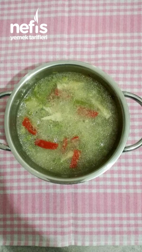 Bebeklere Tavuk Suyuna Bezelye Çorbası