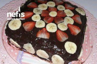 Çikolatalı Çilekli Muzlu Pasta Tarifi