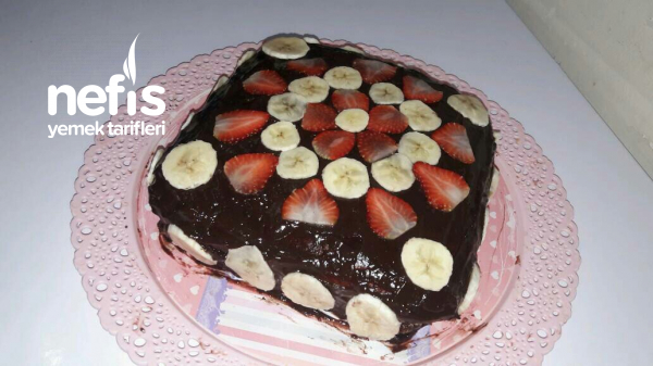 Çikolatalı Çilekli Muzlu Pasta